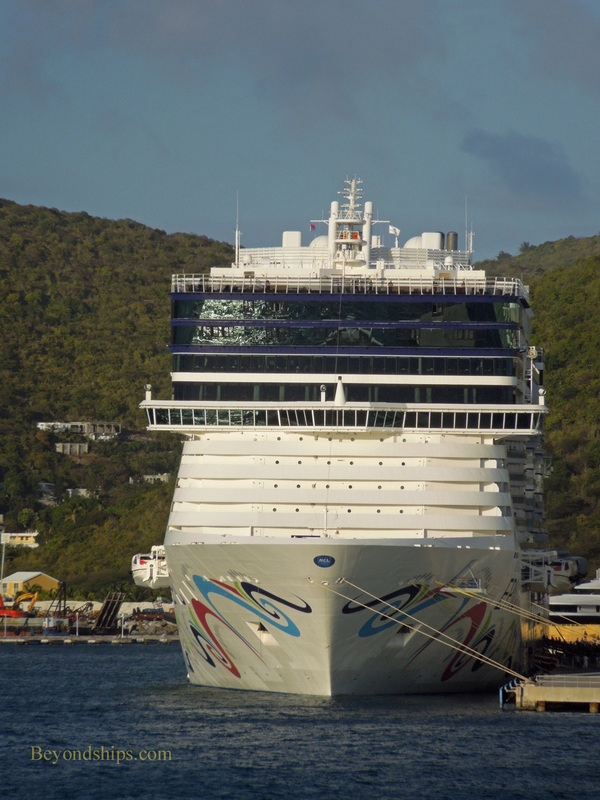 Picture cruise ship Norwegian Epic