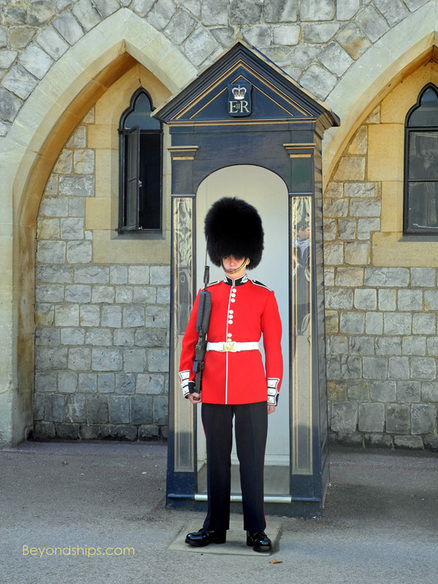 Guards sentry Windsor Castle