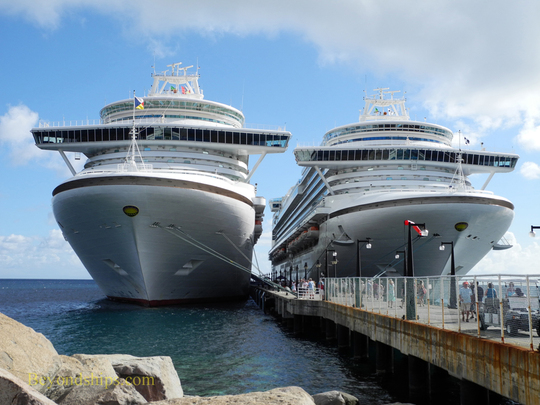 Cruise ship Ventura and cruise ship Emerald Princess