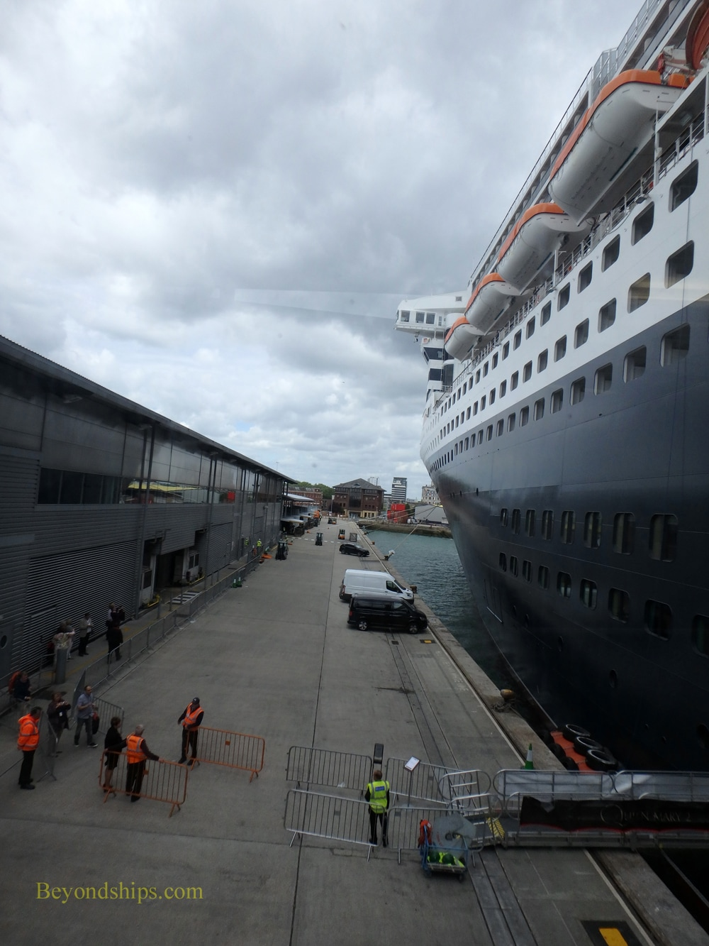 Queen Mary 2 preparing to sail