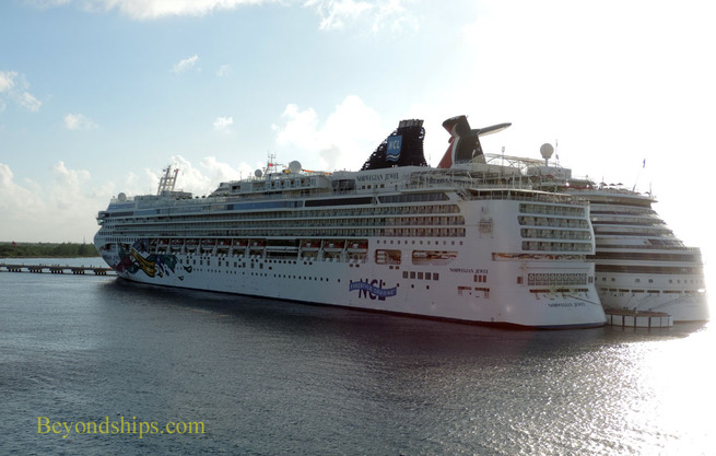 Picture of cruise ships Carnival Magic and Norwegian Jewel