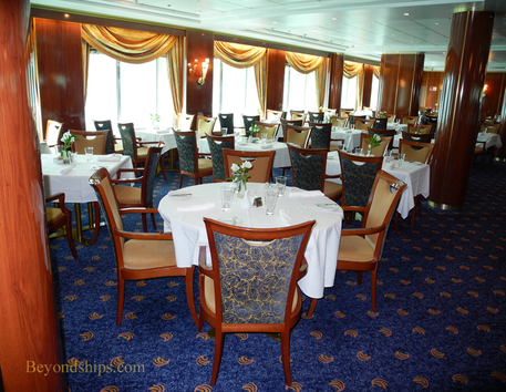 The Four Seasons dining room on Norwegian Sun