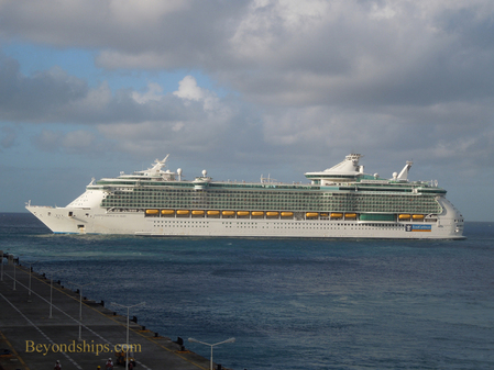 Picture cruise ship Independence of the Seas
